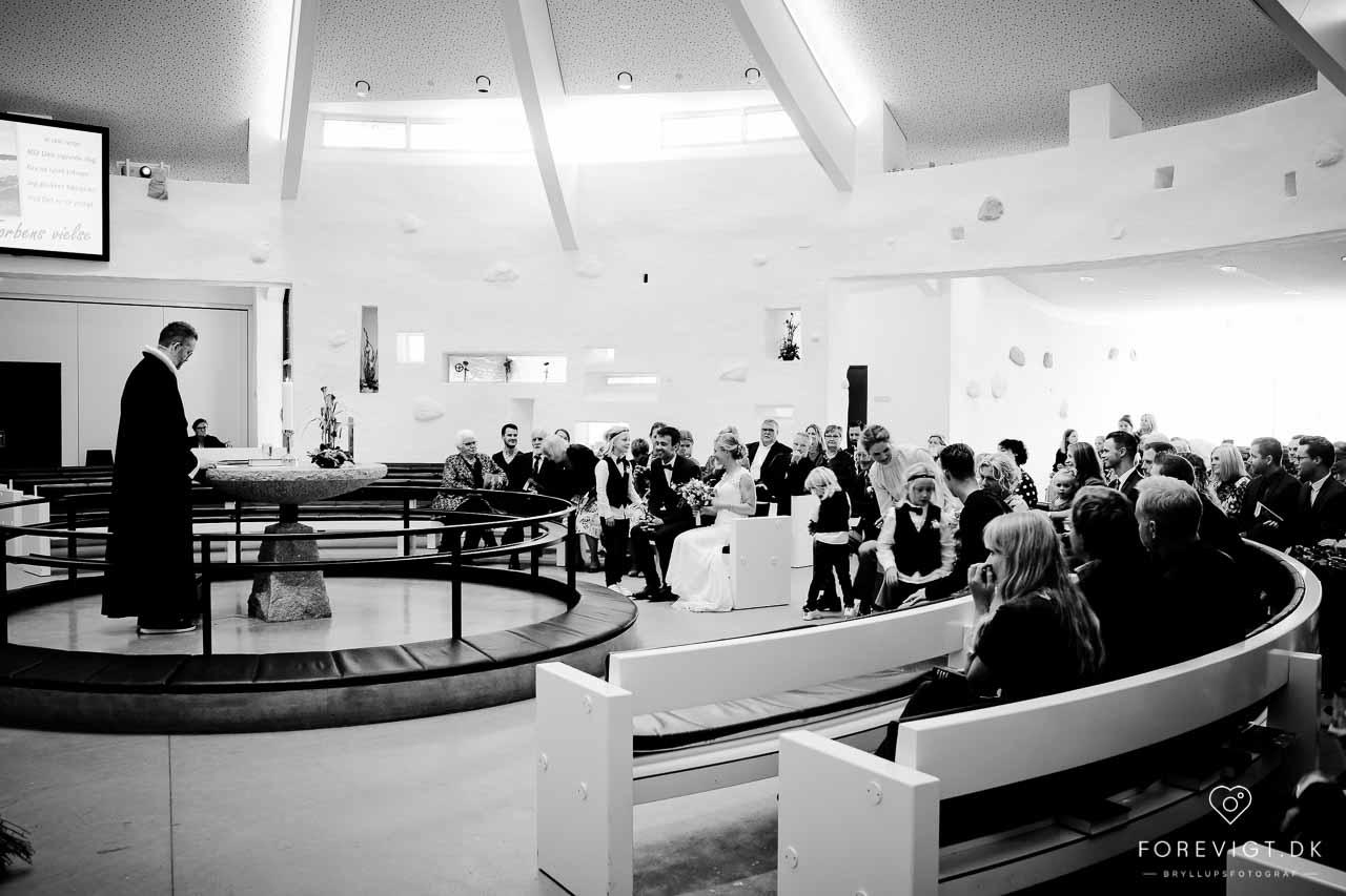 Baunekirkens nye, unge præst vil være nærværende