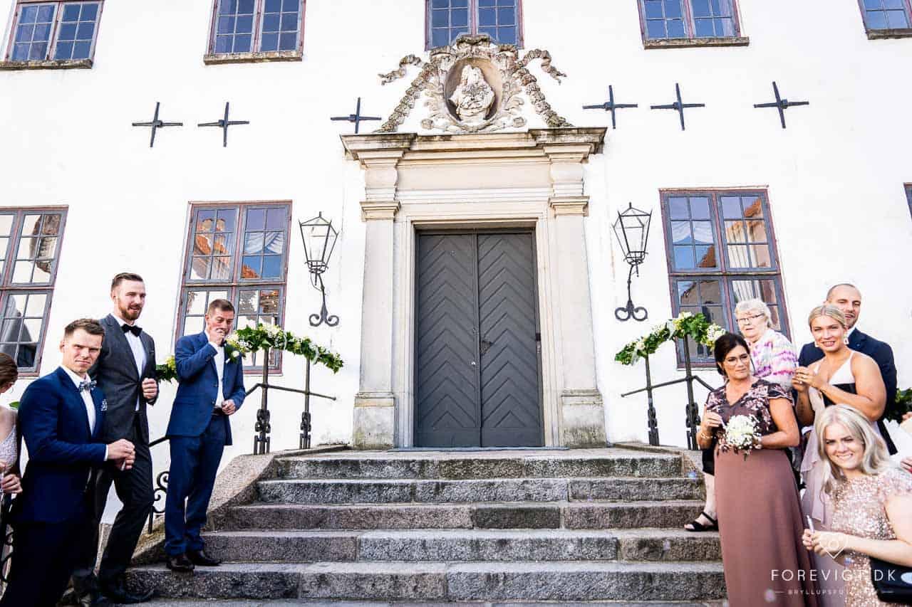 Clausholms historiske og smukke omgivelser skaber rammen om det ultimativt romantiske og helt specielle bryllup.
