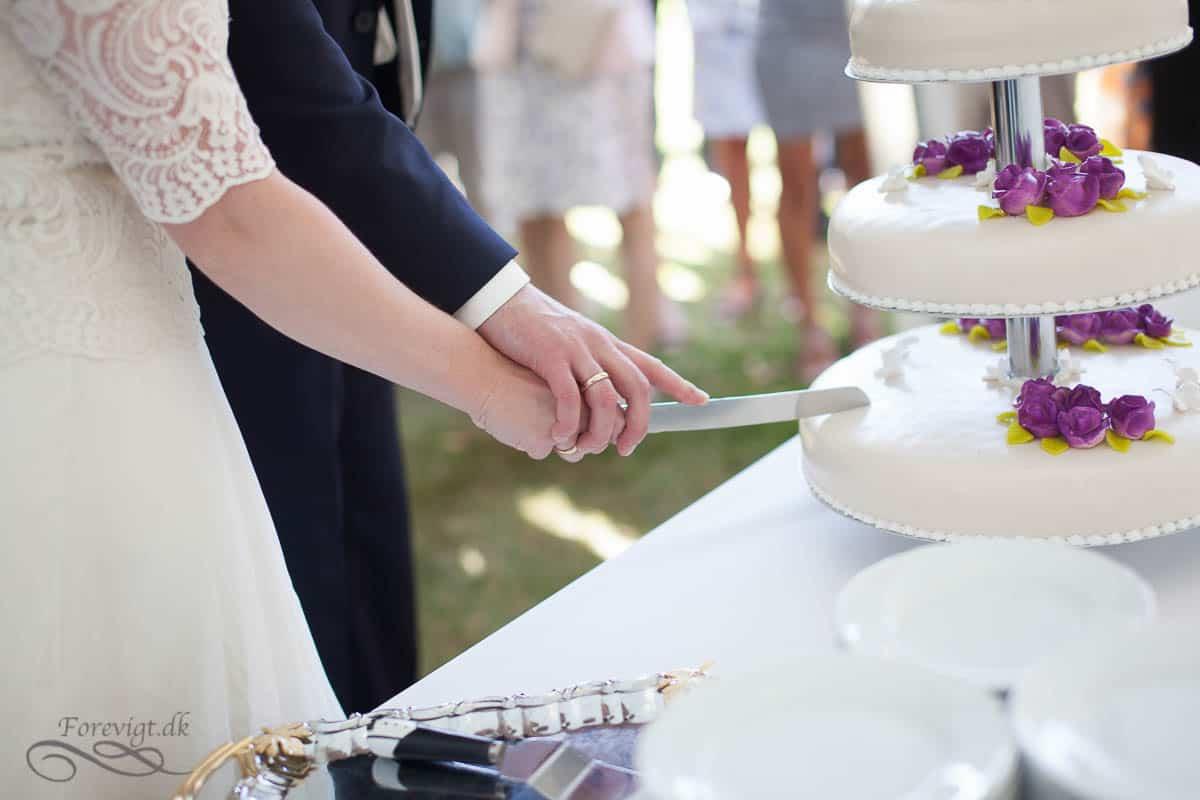 brudepar til bryllupskage
