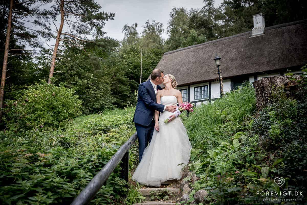 Bryllup !! – Brylluppet er en af livets store fester, som for manges vedkommende foregår i kirken.