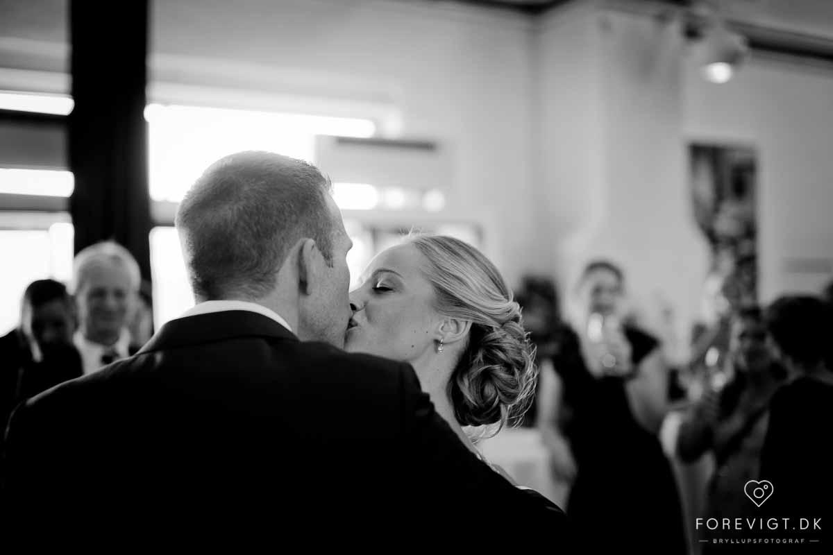 Erfaren bryllupsfotograf. Jeg kører ud fra Århus