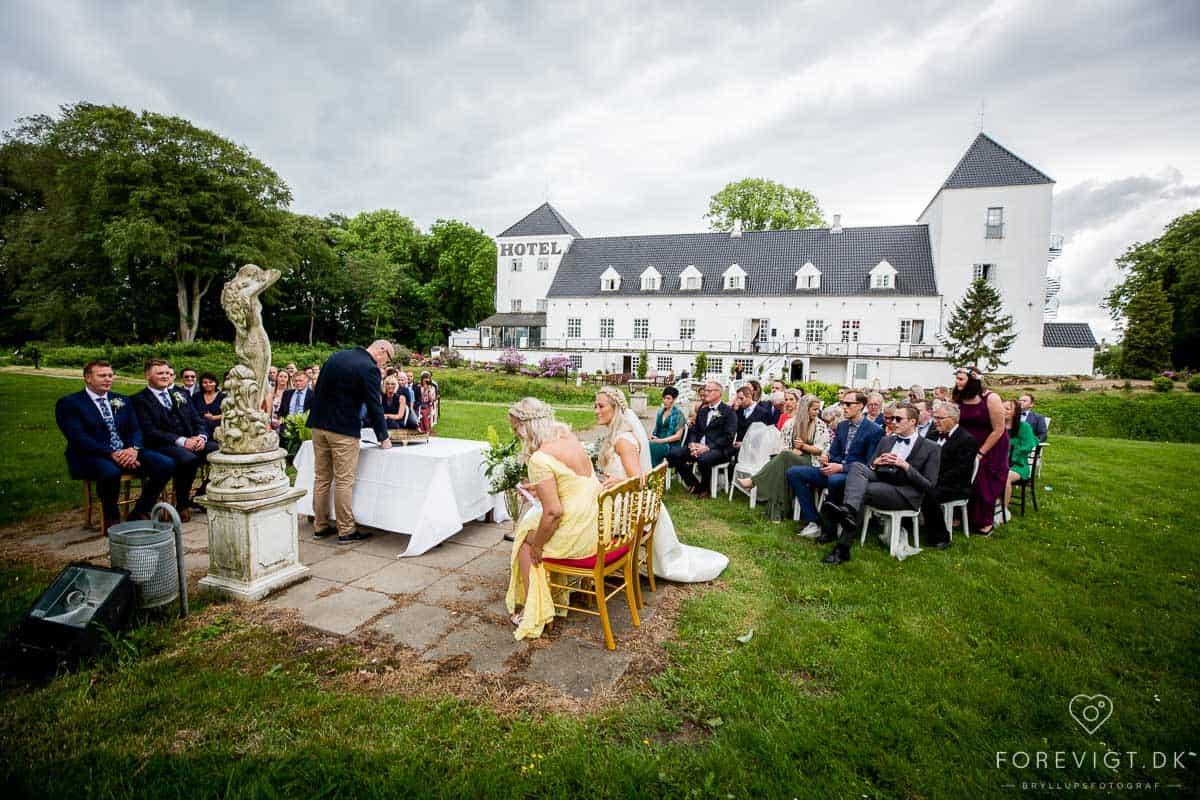 Vrå Slotshotel, Tylstrup, Jylland. Slotsophold, Weekendophold og romantisk ophold på unikt slotshotel