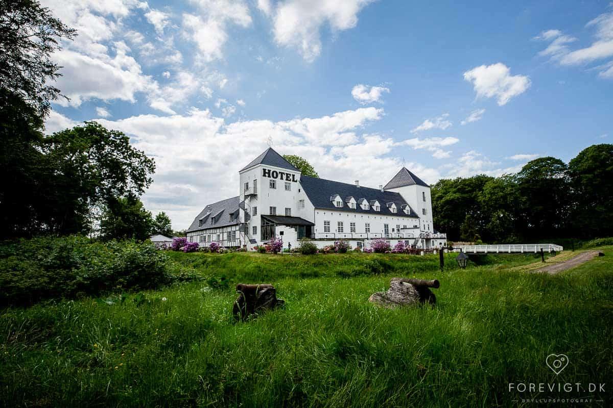 Vraa Slotshotel kigger ved Tylstrup lidt nord for Aalborg ved Store Vildmose