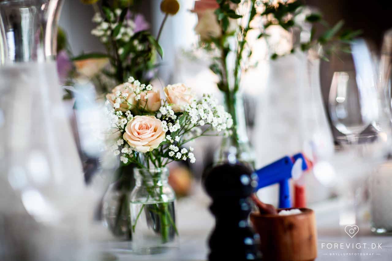 Blomster til bryllup, brudebuket og borddekorationer til bryllup
