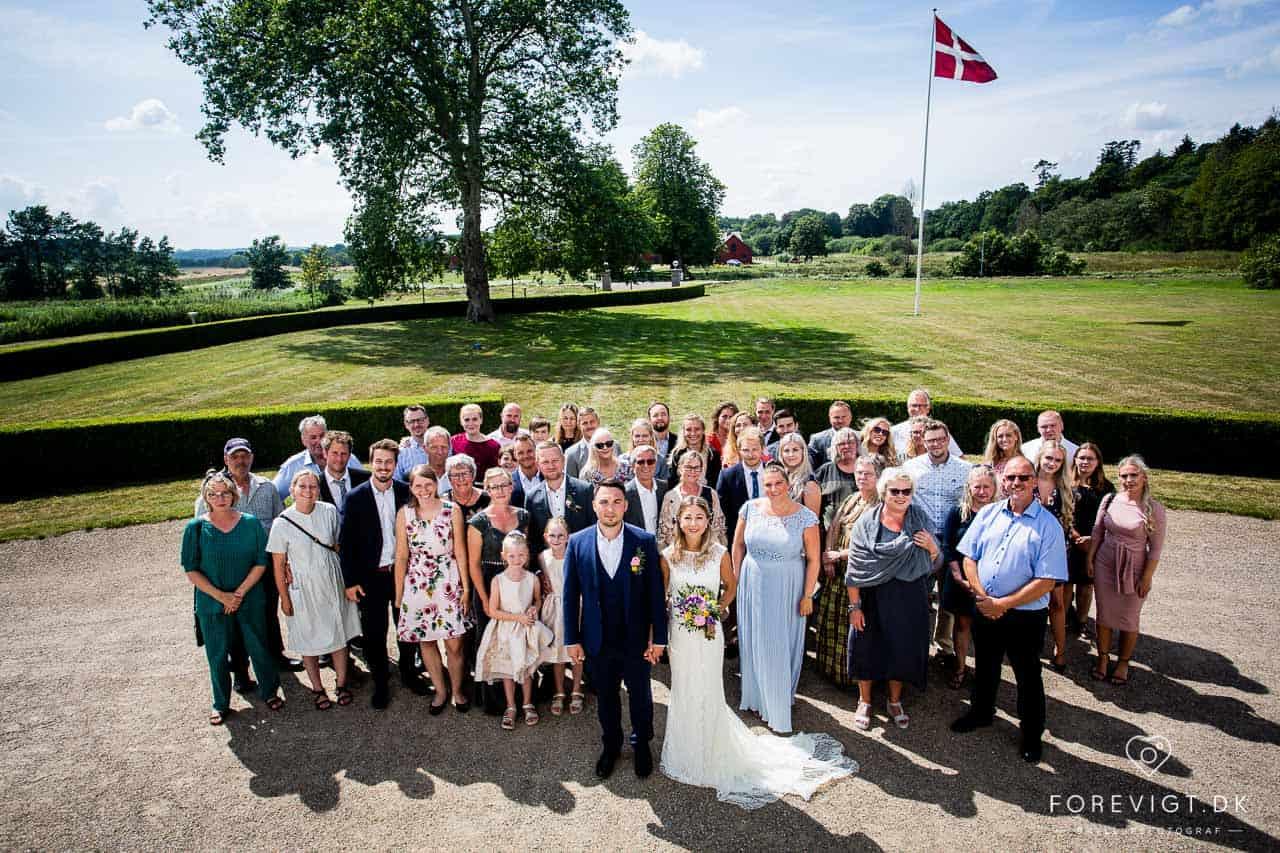 bryllup i historiske rammer med park, god mad