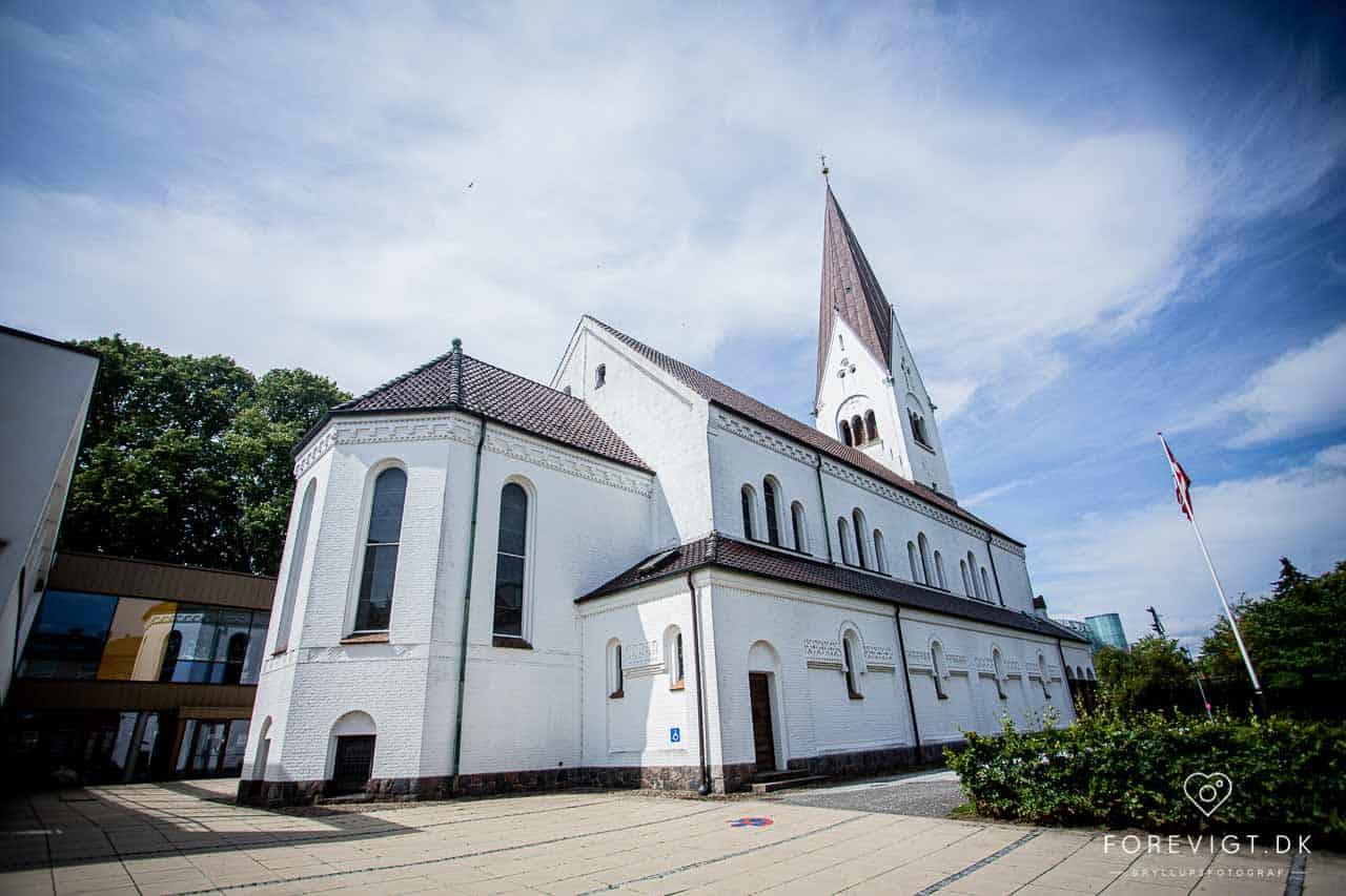 Brudeparret sagde ja i Vor Frelsers Kirke i Vejle