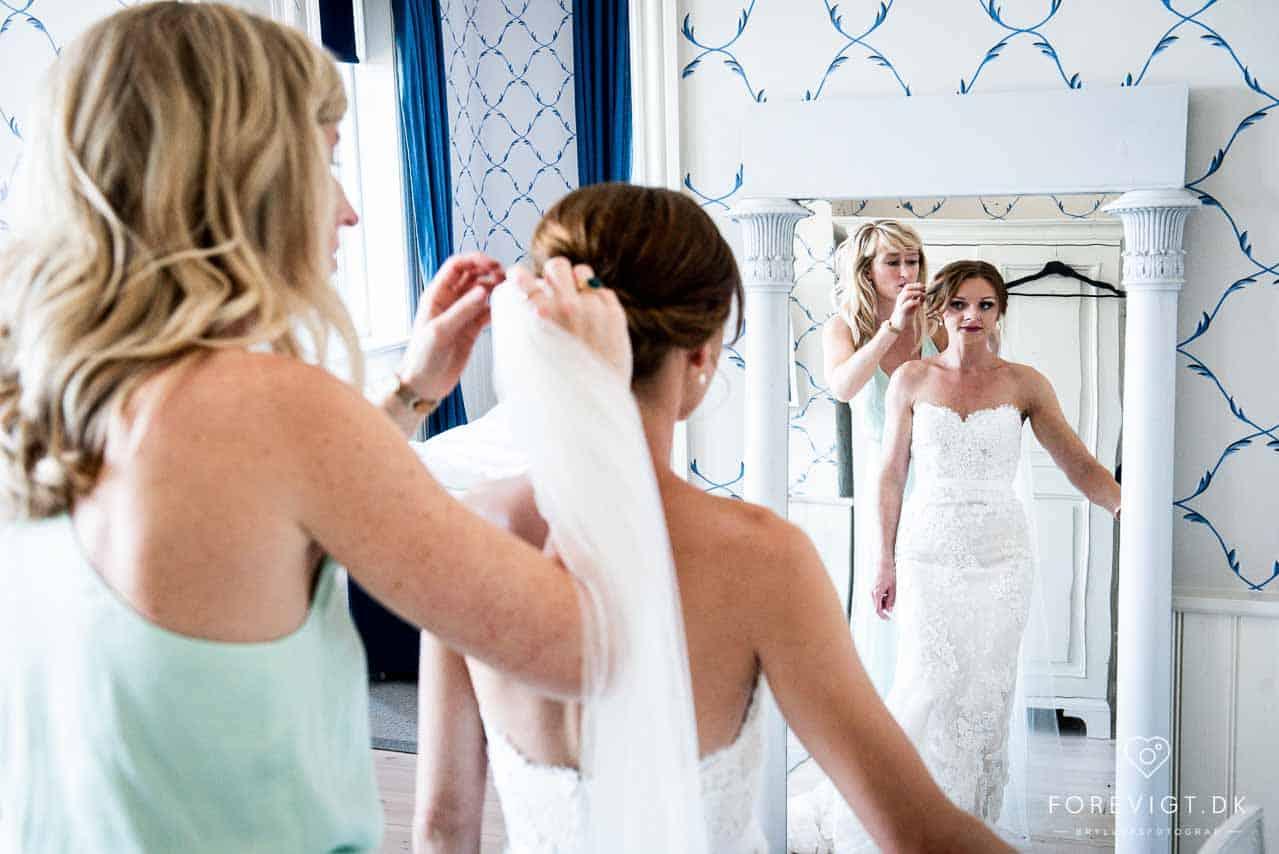 Imitation - Der sættes op til bryllup på Hotel Bretagne