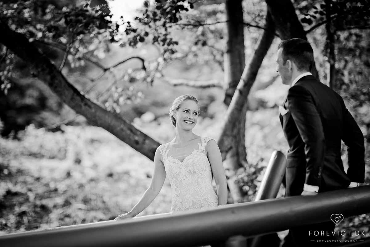 Hvem skal forevige jeres store dag? Book en bryllupsfotograf.