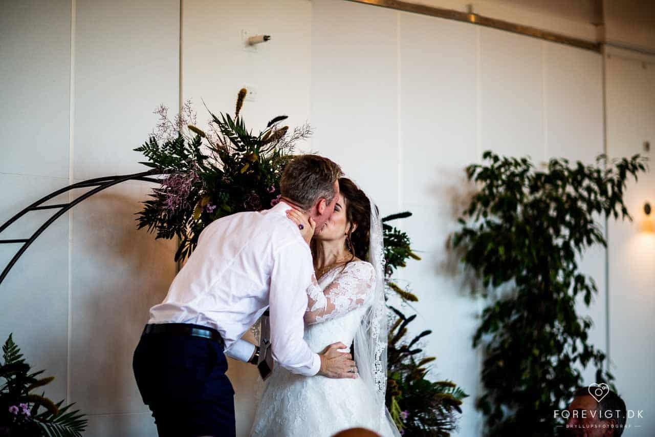 Professionel bryllupsfotograf med base i København. Fotograferer bryllupper i hele Danmark