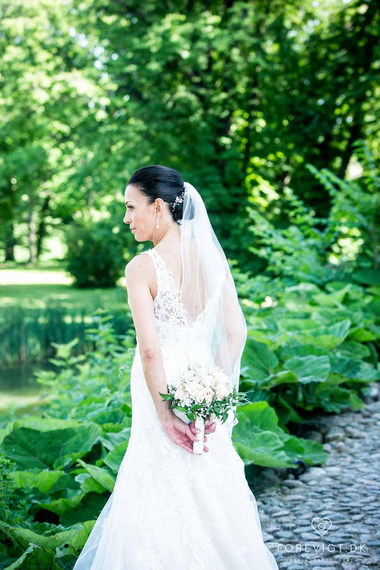 Bryllupsfoto af bruden alene