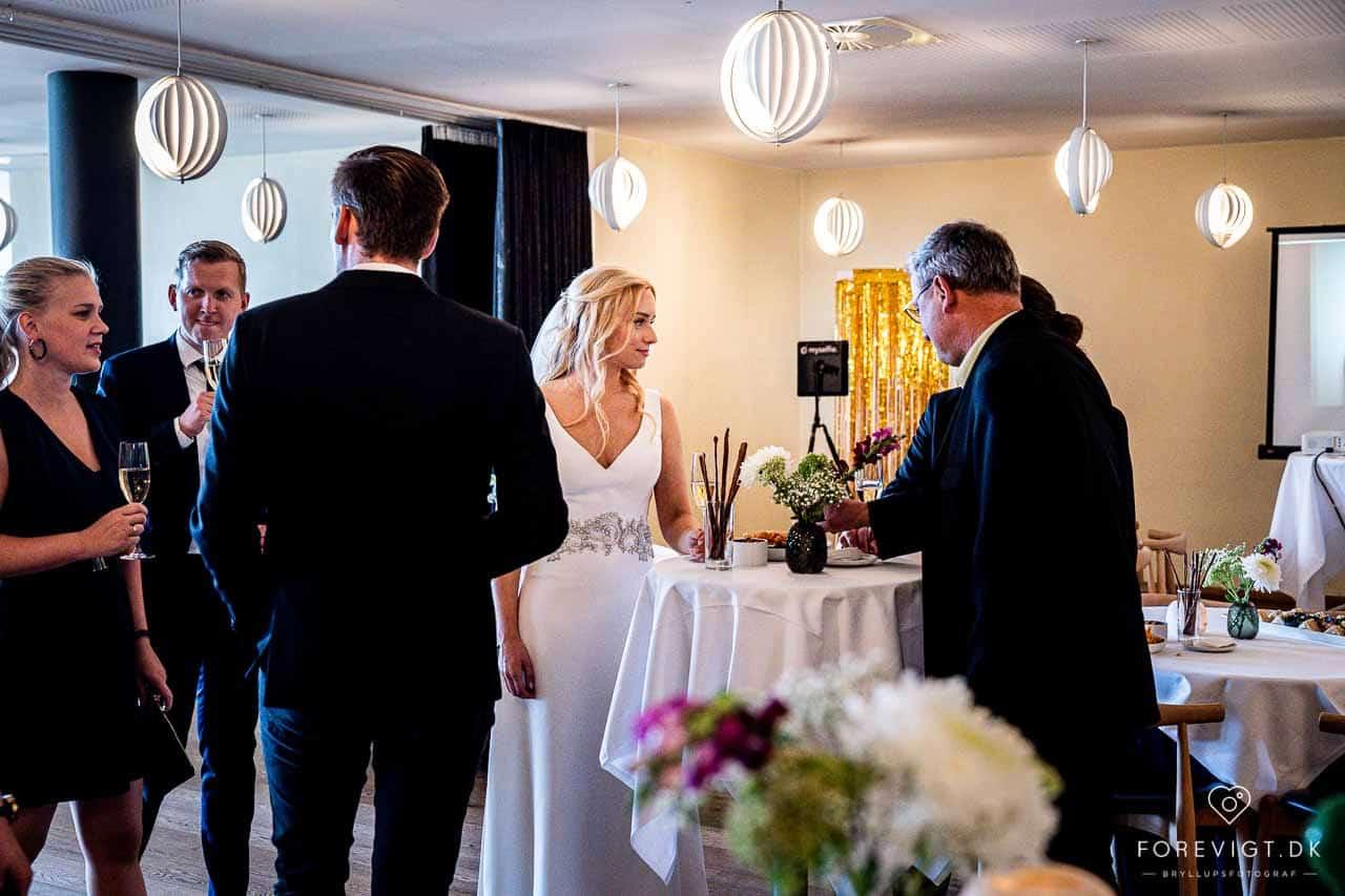 Det gælder, uanset om I booker mig som bryllupsfotograf til Varna Palæet i Århus