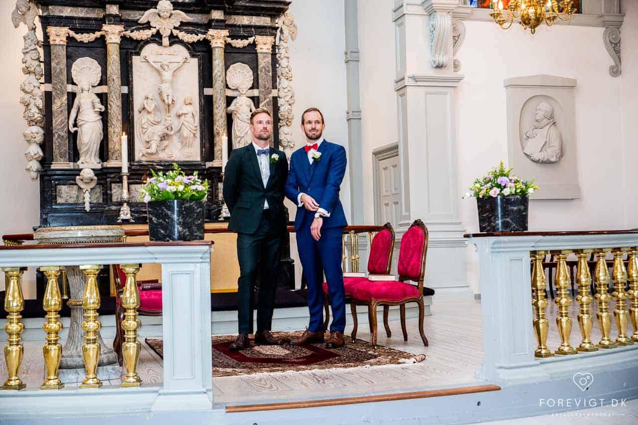 Vielsen og brudeparrets store ja blev givet i Garnisons Kirken