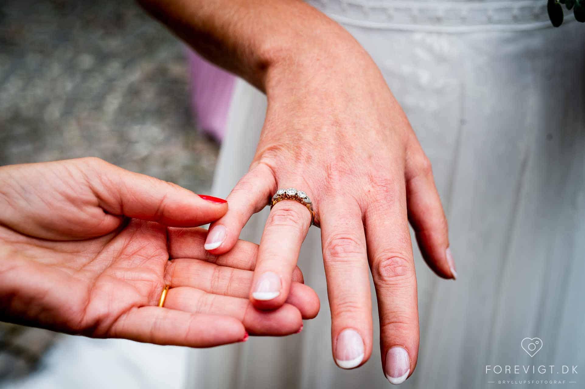 Her er et billede fra en skøn bryllupsdag ved Slangerup Kirke