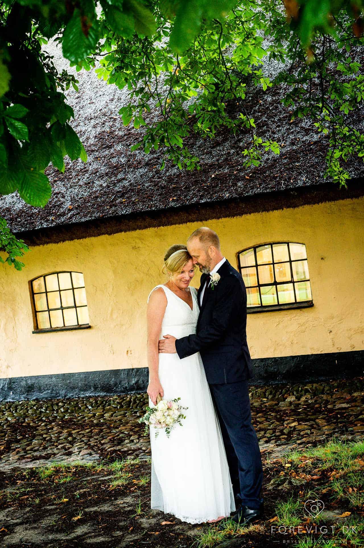 bryllupsportrætter af brudeparret alene