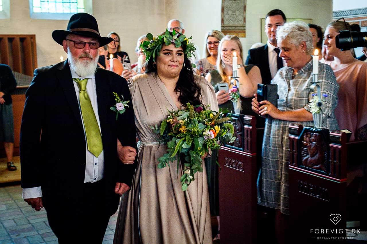 brud med far Strøby kirke bryllup på Stevns