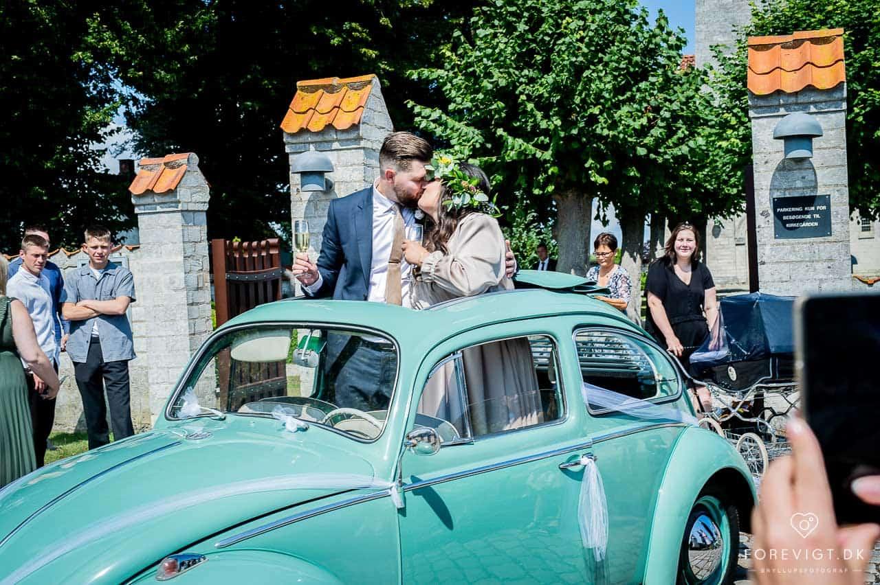 bryllup kysset Strøby kirke bryllup på Stevns