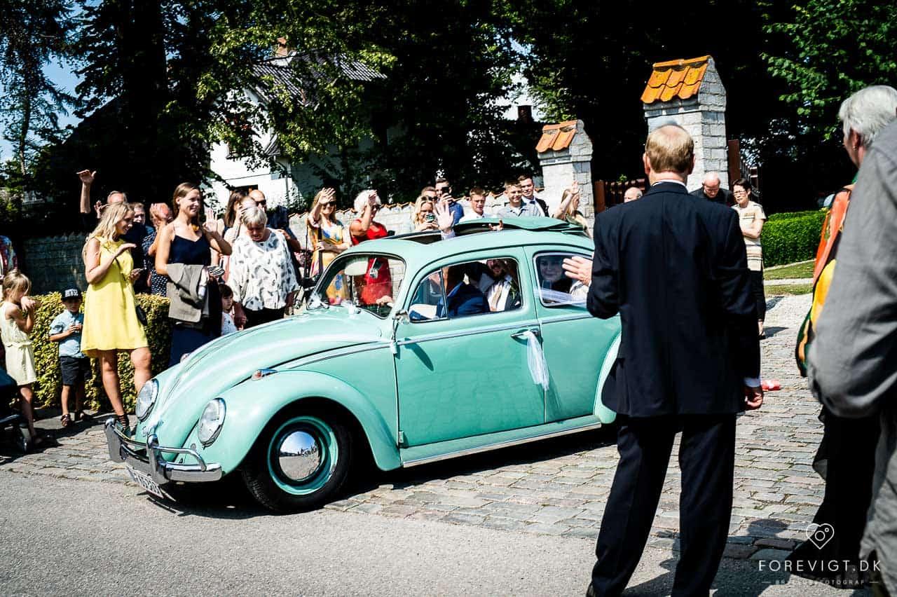 brudens bil Strøby kirke bryllup på Stevns