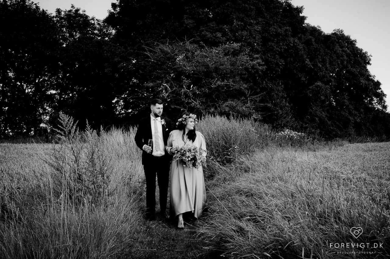 brud og gom ved bryllupsfoto ved Stevns Klint