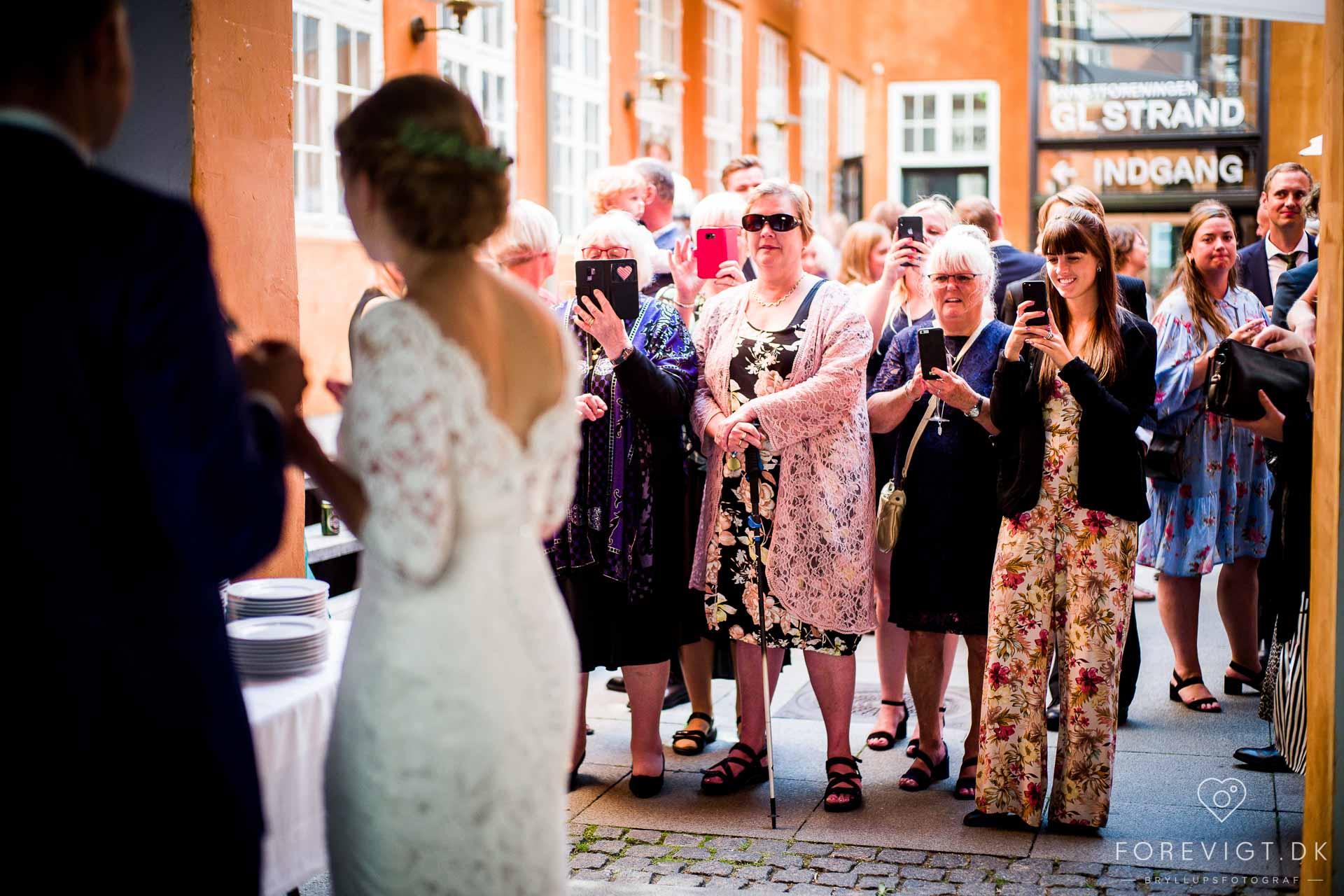 Fotograf med mange års erfaring indenfor fotografering af bryllupper