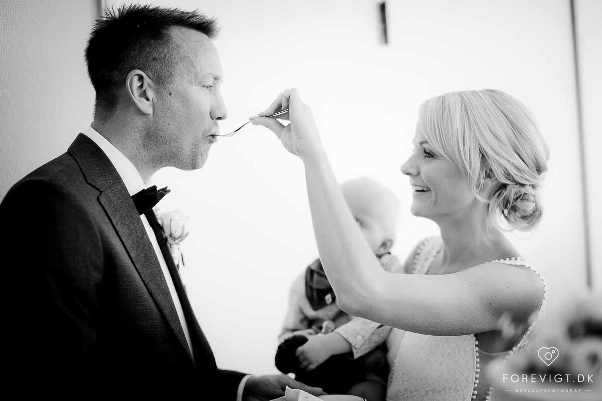 Reception og skæring af bryllupskage
