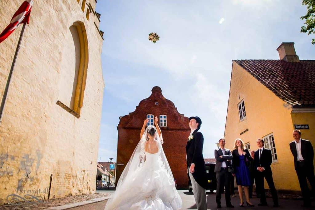 brylluppet har bryllupsdagen