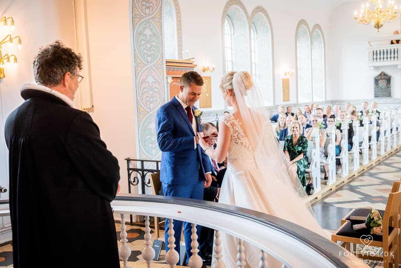 Bloggernes bryllup på stranden | Stilfuldt, nordisk, romantisk