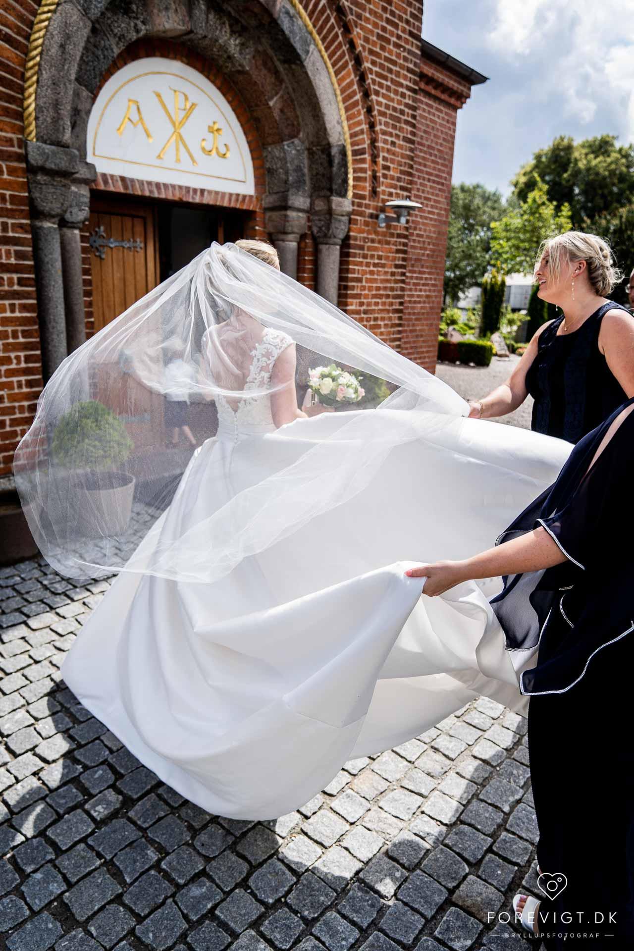 Tirsbæk Gods bryllup på en smuk dag