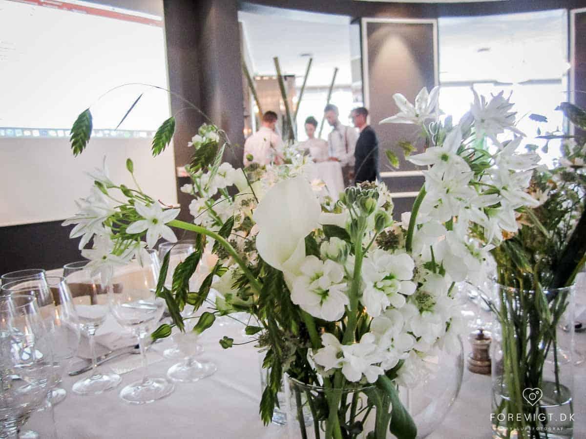 Det er bryllupssæson, og flere af Nimbs ansatte har travlt med et bryllup