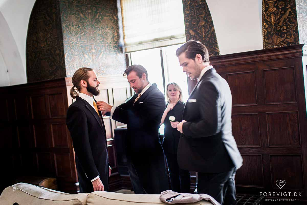 Å velge en profesjonell bryllupsfotograf lønner seg i lengden.