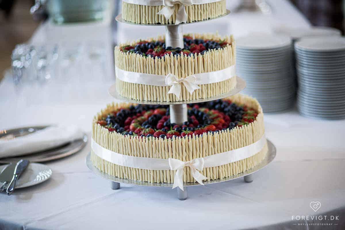 Bryllupskagen klar til servering på Holckenhavn Slot
