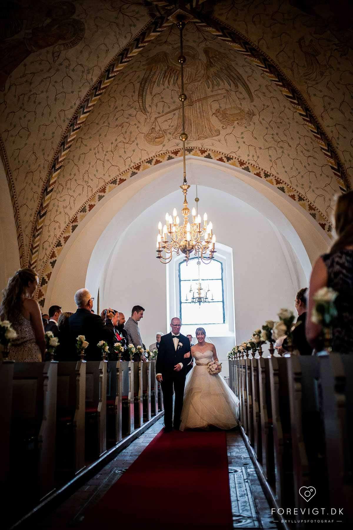 Bryllupsfotograf i København med stor erfaring - Ballerup Kirke