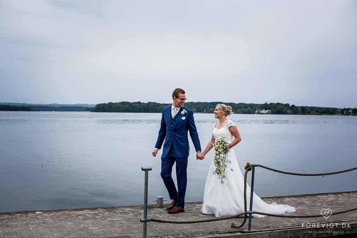 Skanderborg Sø gav mulighed for de lækreste bryllupsbilleder.