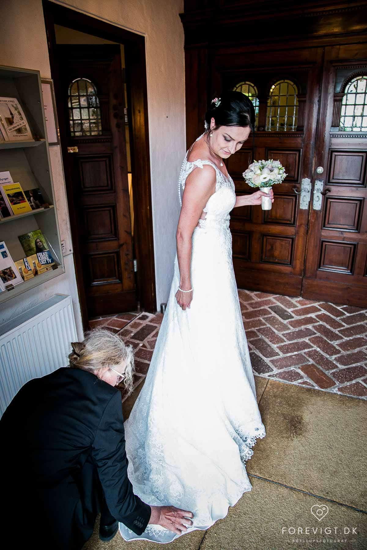 Hår og makeup til bryllup - Aarhus - vi kører ud til bruden