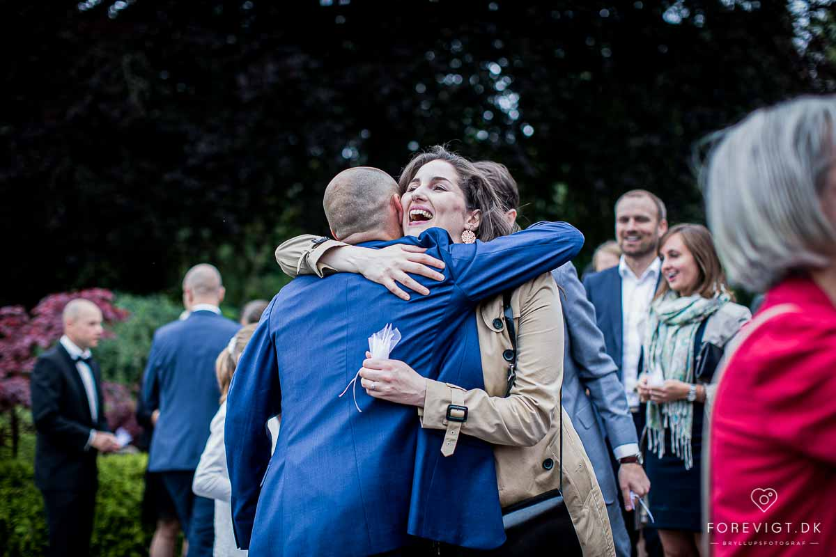 Pris på bryllupsvideo og bryllupsfoto fra 3.000,- | 2 fotografer ...