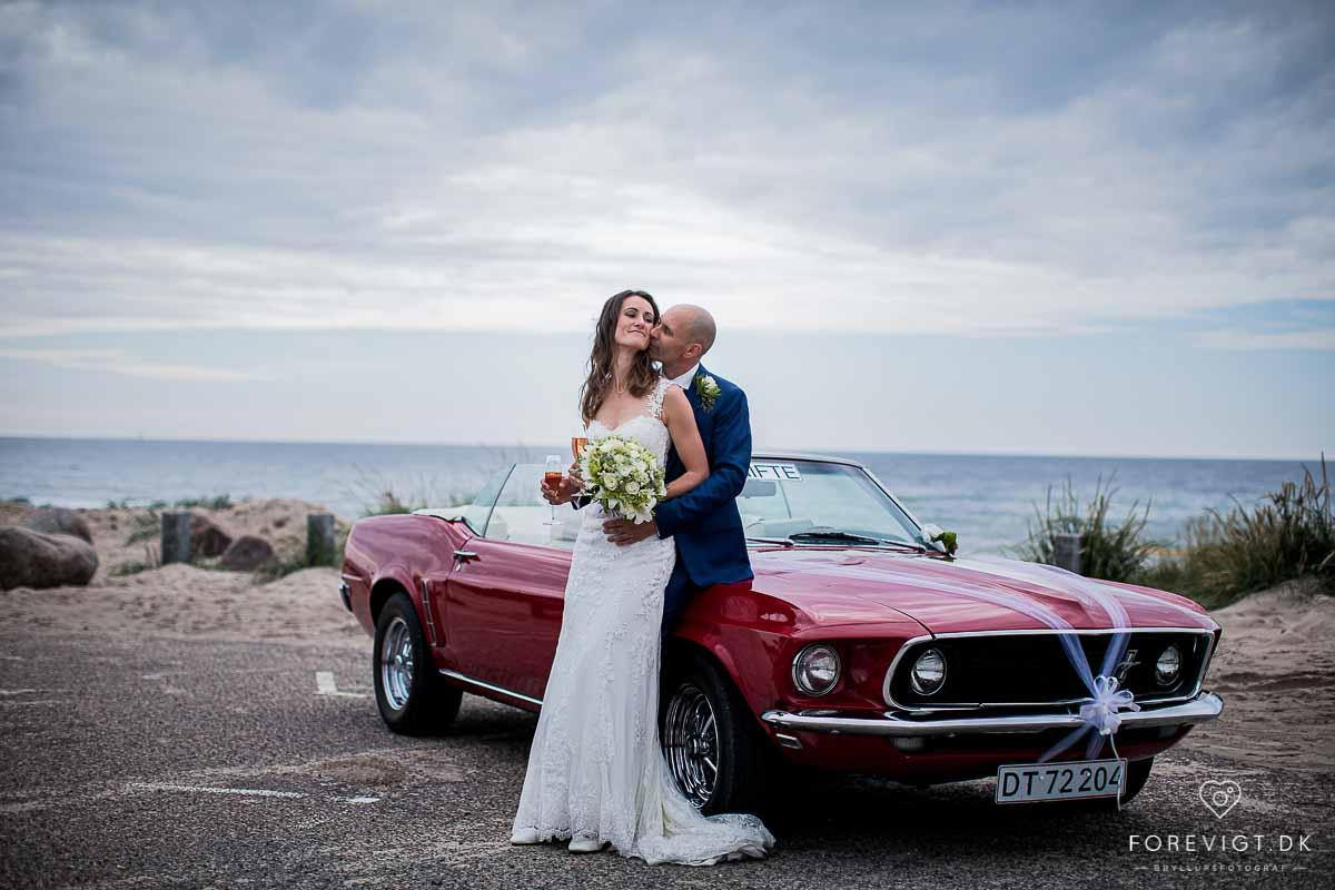 Fotograferer bryllup, barn og familier, både ute i naturen og inne i studio.